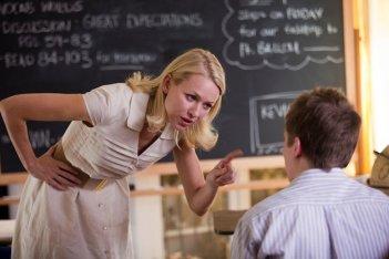 Movie 43: la maestrina Naomi Watts sgrida un allievo troppo cresciuto