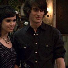 Peter Vack e Stephanie Brait in una scena dell'episodio Love Equation della prima stagione della serie In cerca di Jane