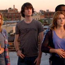Peter Vack, Kim Shaw, Elisabeth Hower e Jordan Carlos in una scena dell'episodio Jerk or Dork della prima stagione della serie In cerca di Jane