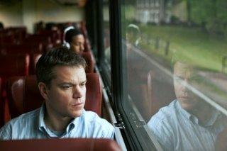 Promised Land: Matt Damon seduto su un autobus