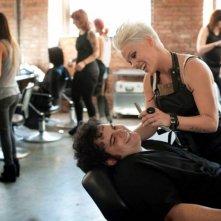 Tentazioni (Ir)resistibili: Pink con Josh Gad in una divertente scena del film