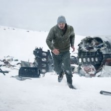 The Grey: Liam Neeson corre in una scena del thriller ambientato tra i ghiacci dell'Alaska