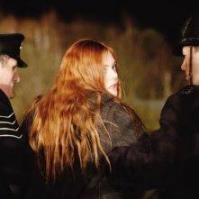Elle Fanning bloccata dalla polizia in una scena di Ginger & Rosa