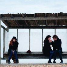 Elle Fanning e Alice Englart in una bella immagine di Ginger & Rosa
