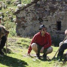 L'ultimo pastore: il regista Marco Bonfanti insieme al pastore Renato Zucchelli sul set