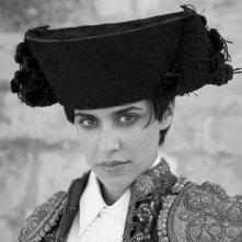 Macarena Garcia nei panni di Carmen in una foto promozionale di Blancanieves