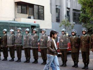 No: Gael García Bernal in una suggestiva scena del film