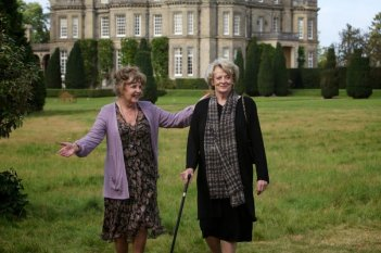 Quartet: Maggie Smith e Pauline Collins in una bella immagine tratta dal film