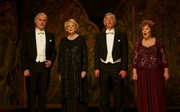 Quartet: Pauline Collins, Billy Connolly, Tom Courtenay e Maggie Smith in una scena durante un'esibizione