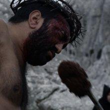 Su Re: Fiorenzo Mattu in una scena del film diretto da Giovanni Columbu sulla Passione di Cristo