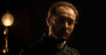 Un irriconoscibile Jude Law protagonista di Anna Karenina