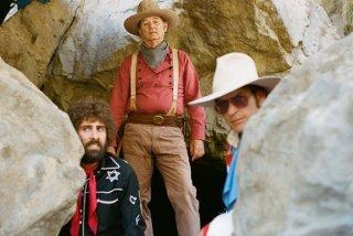 A Glimpse Inside the Mind of Charles Swan III: Bill Murray, Charlie Sheen e Jason Schwartzman in una scena del film