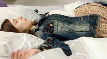 Breaking Horizon: la protagonista Aylin Tezel in una scena del film