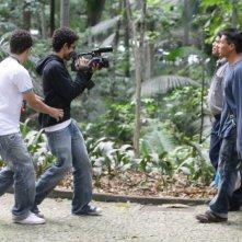 Gli indios protagonisti del corto di Marco Bechis sul set di Mundo Invisivel