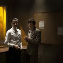Jesse Eisenberg e Noah Taylor in una scena di The Double