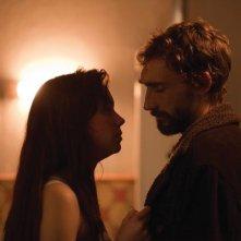 Shell: Chloe Pirrie in una scena del film insieme a Joseph Mawle