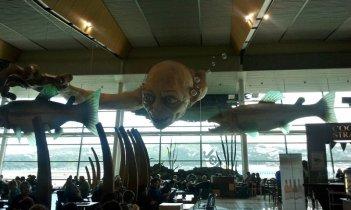 Un Gollum gigante all'aeroporto di Wellington in attesa della premiere de Lo Hobbit: un viaggio inaspettato di Peter Jackson