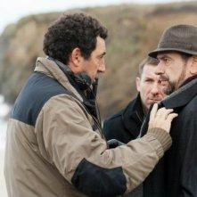 Invasor: Antonio De La Torre (al centro) con il regista Daniel Calparsoro e Karra Elejalde