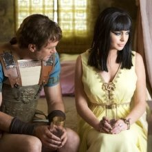 Lindsay Lohan e Grant Bowler in Liz and Dick: Richard e Liz sul set di 'Cleopatra'