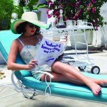 Lindsay Lohan si rilassa al sole in una scena di in Liz and Dick