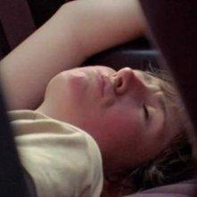 Sun Don't Shine: la protagonista del film Kate Lyn Sheil in una scena