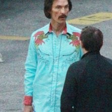 The Dallas Buyers Club: Matthew McConaughey appare drasticamente dimagrito e con un look anni Ottanta sul set