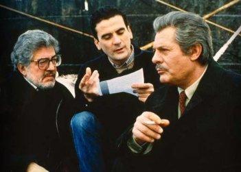 Ettore Scola sul set di Che ora è con Mastroianni e Troisi