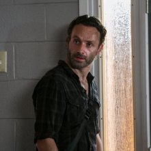 The Walking Dead: Andrew Lincoln in una scena dell'episodio Fatti per soffrire