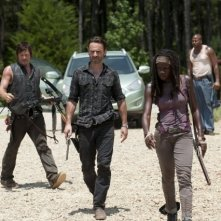 The Walking Dead: Andrew Lincoln, Norman Reedus e Danai Gurira in una scena dell'episodio Infiltrati