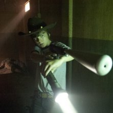 The Walking Dead: Chandler Riggs in una tesa scena dell'episodio Fatti per soffrire