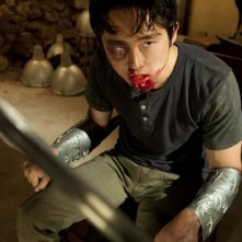 The Walking Dead: Steven Yeun in una drammatica scena dell'episodio Infiltrati