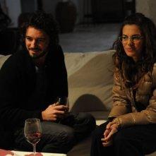 Bianca Guaccero e Michele Venitucci in una scena di Si può fare l'amore vestiti?