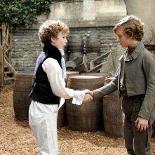 Grandi speranze: Charlie Callaghan e Toby Irvine in una scena sono i giovani Herbert e Pip