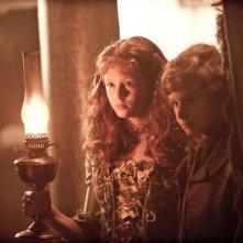 Grandi speranze: Helena Barlow e Toby Irvine in una scena sono i giovani Estella e Pip