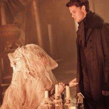Helena Bonham Carter e Jeremy Irvine in Grandi Speranze