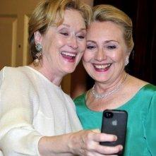 Meryl Streep e Hillary Clinton in posa per un autoscatto in occasione dei Kennedy Center Honors