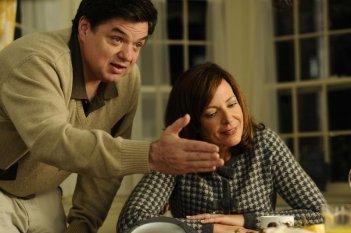 Scusa, Mi Piace Tuo Padre: Oliver Platt e Allison Janney in una scena del film