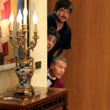 Mai stati uniti: Giovanni Vernia con Vincenzo Salemme e Ricky Memphis in una buffa scena
