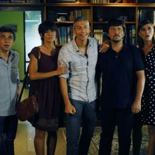 Mai stati uniti: una scena di gruppo per il cast del film di Carlo Vanzina