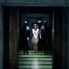Cloud Atlas: Bae Du-na scortata e prigioniera in una scena del film