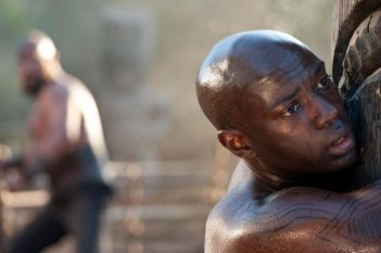 Cloud Atlas: David Gyasi nei panni di Autua in una scena