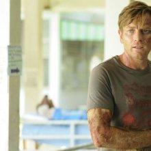 Ewan McGregor distrutto dopo lo tsunami in una scena di The Impossible