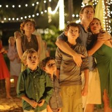 Ewan McGregor e Naomi Watts con Oaklee Pendergast, Tom Holland e Samuel Joslin in The Impossible