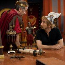 Fabrice Luchini ed Edouard Baer in una sequenza di Asterix e Obelix al servizio di sua maestà: