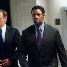 Flight: Denzel Washington con Bruce Greenwood in una scena