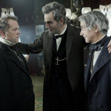 Lincoln: David Strathairn, Daniel Day-Lewis e David Costabile in una scena del film