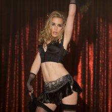 Looper: Piper Perabo impegnata in una danza sensuale tratta dal film