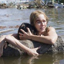 Naomi Watts e Tom Holland in una scena del drammatico The Impossible