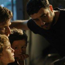 The impossibile: il regista Juan Antonio Bayona con Ewan McGregor, Oaklee Pendergast e Samuel Joslin sul set