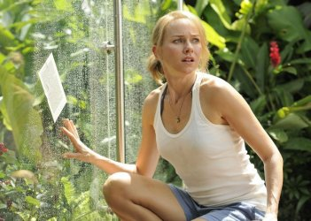 The Impossible: Naomi Watts in una scena del film